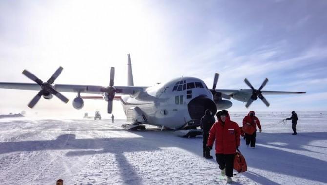 McMurdo Air Station – какво прави това летище в Антарктика толкова опасно? Какво ще кажете за факта, че трите писти са буквално направени от лед?-550_1