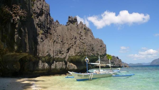 В което и кътче на острова да отидете, все ще се натъкнете на красиви плажове, но нито един от тях не може да се сравнява с El Nido. Той не само е най-живописният, но и най-известният сред туристите. -554_1