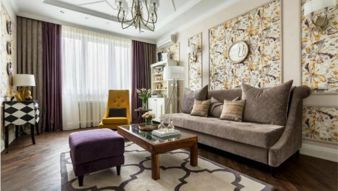Съвременна класика Уютен хол, оформен в традиционен стил. Дървена масичка, удобна мека мебел, в която можете да се отпуснете след работния ден. -576_2