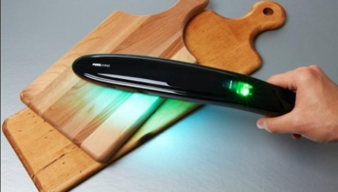 Стерилизатор на повърхности. Устройството Kitchen Sanitizing Wand с помощта на ултравиолетово излъчване унищожава до 99% от вредоносните бактерии и микроорганизми от всякакви твърди непорести повърхности. -606_3
