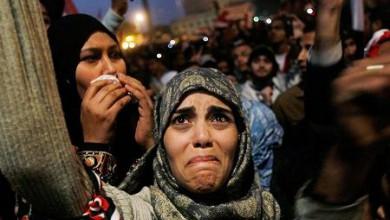 Протестиращи в Египет празнуват след оттеглянето на президента Хосни Мубарак. Жена плаче от щастие на площад Тахир през февруари.-20_1