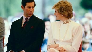 Принц Чарлз и принцеса Даяна - това, което започва като приказка, завършва с един от най-горчивите разводи на всички времена. Двойката обяви раздялата си през 1992 г., като Чарлз призна за аферата с Камила, за която по-късно се ожени. Разводът приключи през 1996 г., а Даяна загина през 1997 г.-521_1