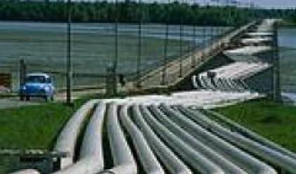 Петролът се понижава, тества психологическото ниво от 50 долара за барел
