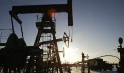 Петролът възстановява част от загубеното в началото на седмицата