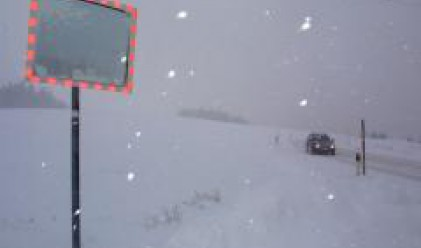 Снегът отново затрудни движението по пътищата в страната
