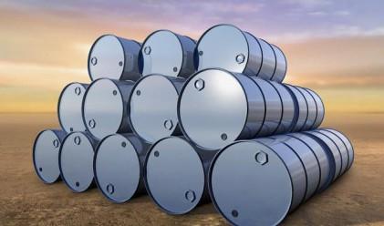 Цената на суровия петрол докосна 80 долара за барел