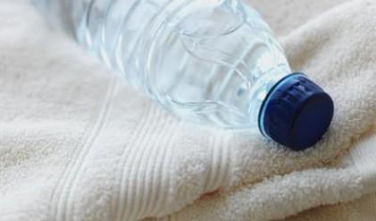 Фирма миела шишета с минерална вода