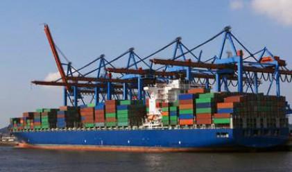 Търговският дефицит на Великобритания се свива през ноември