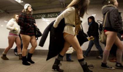 Возене без гащи в метрото