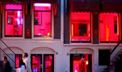 Данъчните в Холандия проверяват проститутките