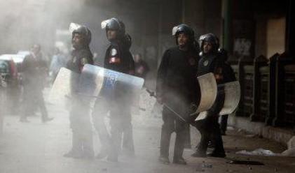 Евакуират чужденците от Египет