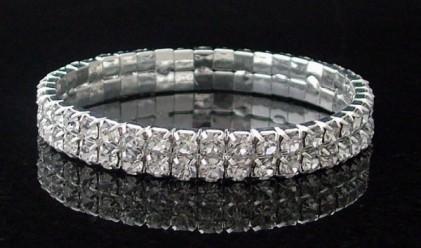 Пръстенът с най-много диаманти