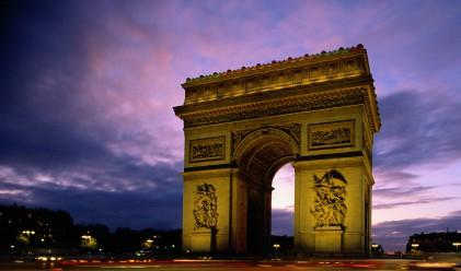 Първият пазарен тест за Франция през 2012 г. наполовина успешен