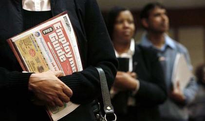 Слаби продажби в САЩ и ръст на молбите за помощи за безработица
