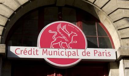 Френска банка опрости задълженията на 3 500 свои клиенти