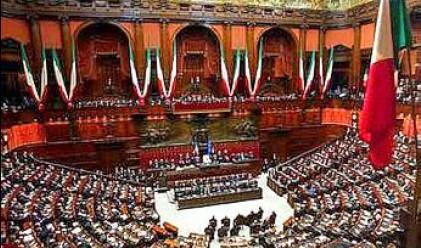 Депутатите в Италия си намалиха заплатите с 1300 евро