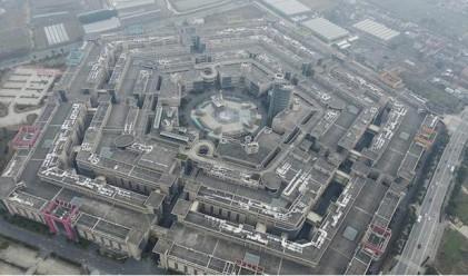Никой не пазарува в този китайски мол, който е копие на Пентагона