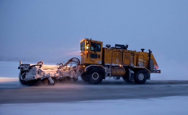 Шест аварийни екипа обхождат София заради снега
