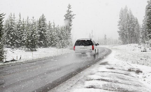 Пътната обстановка към 10 ч.: затворени магистрали и пътища