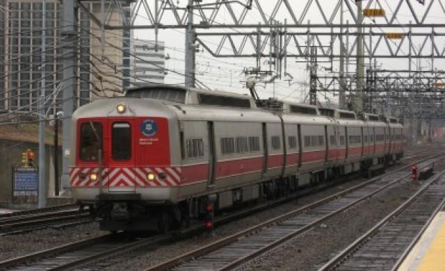 Влак се удари в пряспа и дерайлира между Панагюрище и Септември