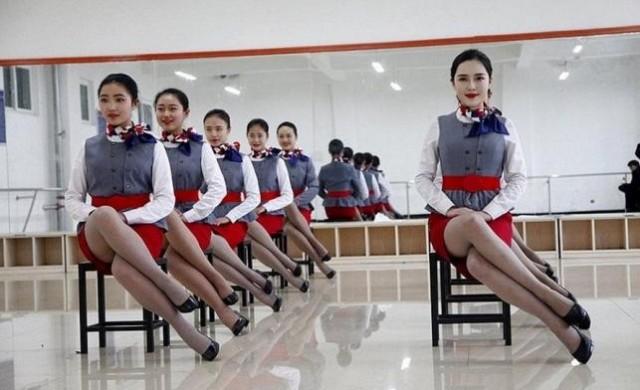 Вижте през какво преминават кандидат-стюардесите в Китай