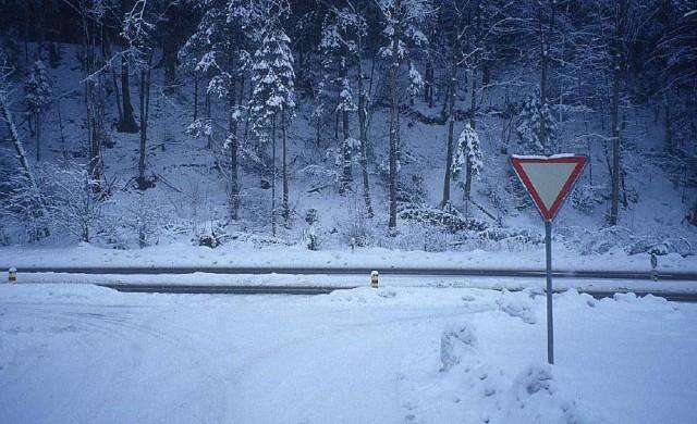 Затварят за обработка пътни участъци и области срещу поледици