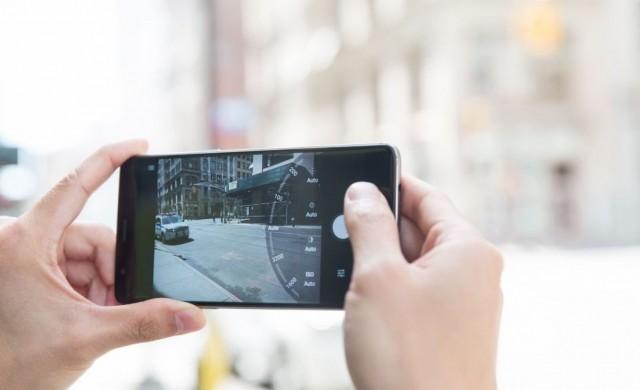Камерите на смартфоните направиха гидовете излишни