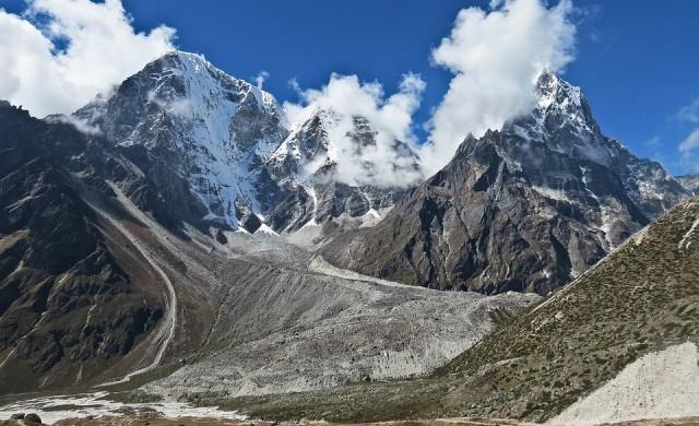 Смалява ли се връх Еверест?