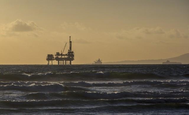 Данните за по-висока сондажна активност в САЩ тежат на петрола