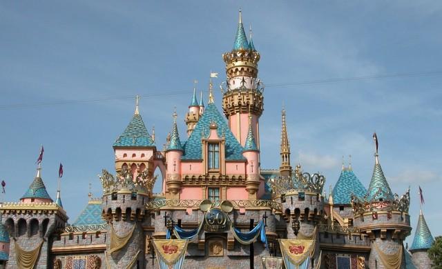 Защо курортите на Disney премахнаха табелките