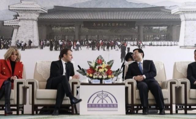 Макрон печели благоволението на Пекин с внушителен подарък