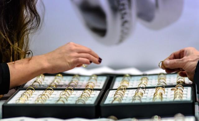Тази бактерия превръща малки парченца злато в цели късове