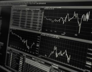 Азиатските акции достигнаха рекордни нива след скока на Уолстрийт