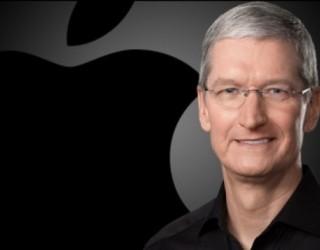 Кук: Потребителите сами ще решават дали iPhone-ът им да се забави