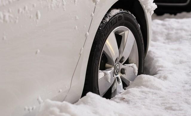 11 неща, които не бива да оставяте в колата си през зимата