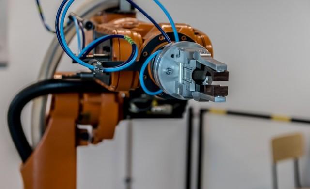 Световната банка: Роботите няма да вземат всички работни места