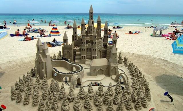 Десетте най-добри дестинации за семейна плажна ваканция в Европа