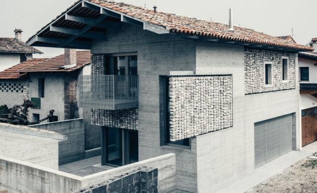 Къщата с каменните завеси