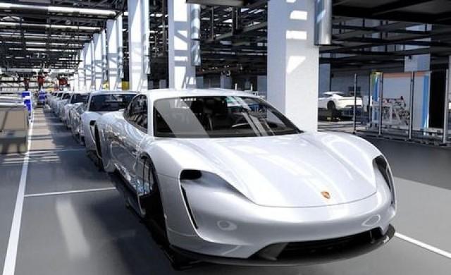 Porsche удвои производството на Taycan