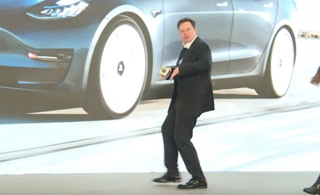 Пазарната капитализация на Tesla колкото общата цена на Ford и GM