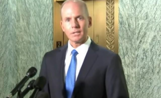 Шефът на Boeing си тръгва от поста с 62 млн. долара