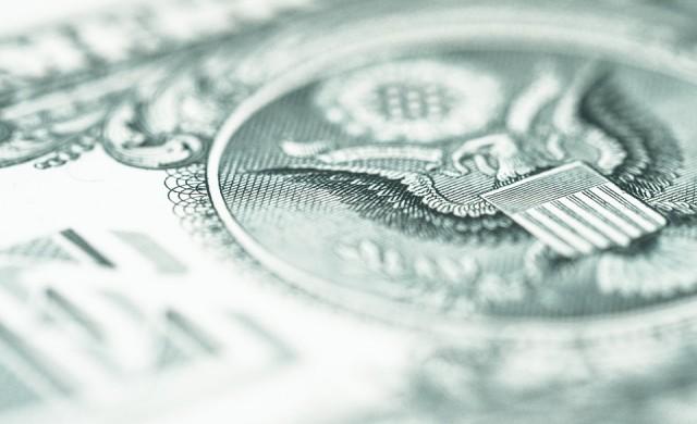 1 трилион долара достигна дефицитът на САЩ