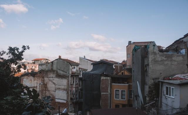 19 загинали и над 900 ранени при земетресението в Турция
