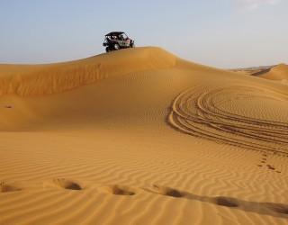 Изоставеният град, който пустинята на Дубай постепенно поглъща