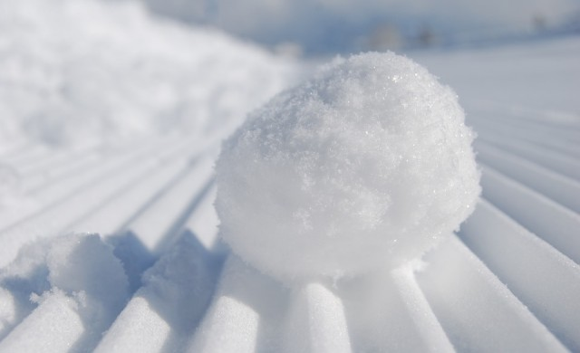 Нова конспирация: Снегът в Испания бил пластмасов (видео)