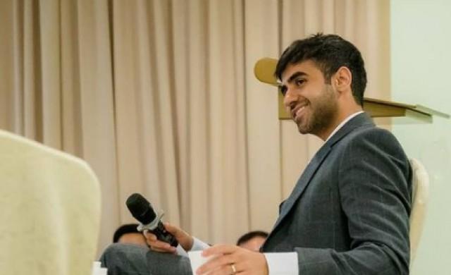 Как бивш шампион по шах се превърна в най-младия милиардер в Индия?