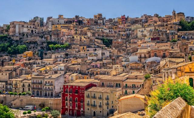 Четири малки градчета в Италия, в които можете да си купите къща за 1 евро