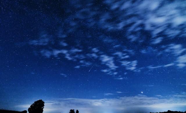 Ярък метеор озари небето над Русия (видео)