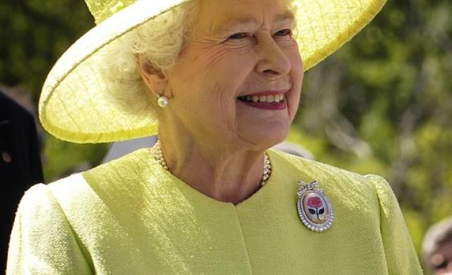 Английската кралица пусна за продажба чорапи за сън на цена от 75 евро
