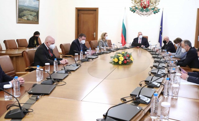 Борисов обсъди с щаба варианти за разхлабване на мерките